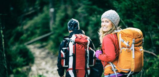 Czuj się komfortowo i atrakcyjnie nawet na szlaku: wybieramy spodnie trekkingowe damskie!