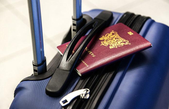 Jak kupować tanie loty i podróżować po całym świecie? Porady i triki blogerów podróżniczych