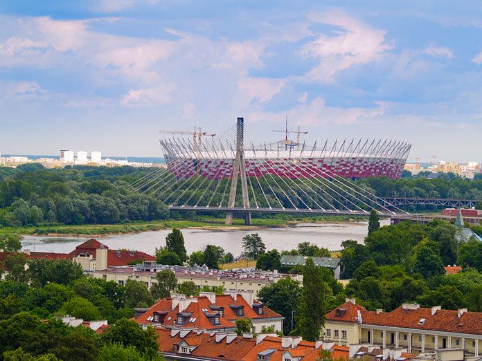Piłkarskie emocje w Warszawie – gdzie iść na mecz w stolicy?